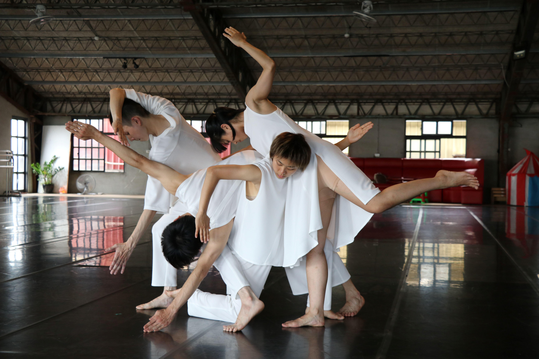 壞鞋子舞蹈劇場精心編排以史前文化為主題之舞劇
