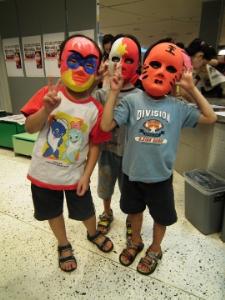 哈哈,我們做的面具酷嗎